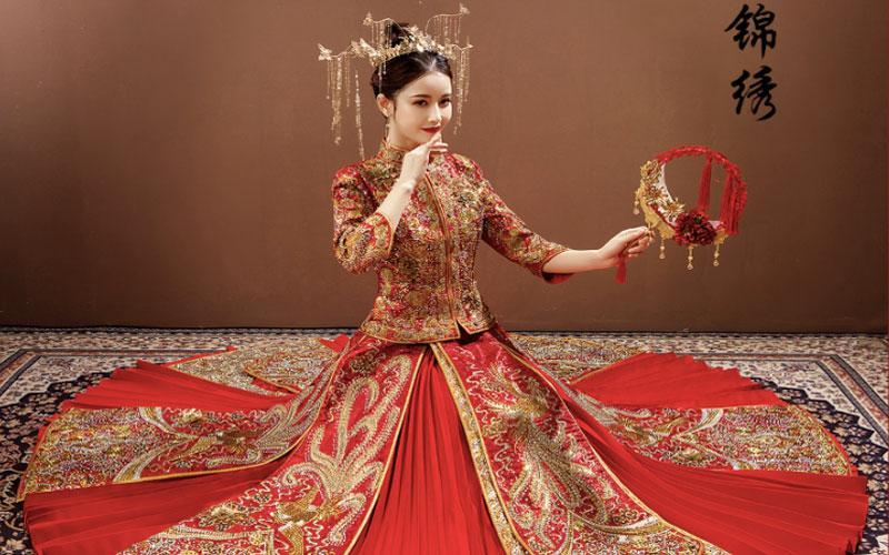 Trở nên khá lạ hơn với mẫu váy cưới lấy cảm hứng từ trang phục cưới cổ truyền Trung Hoa